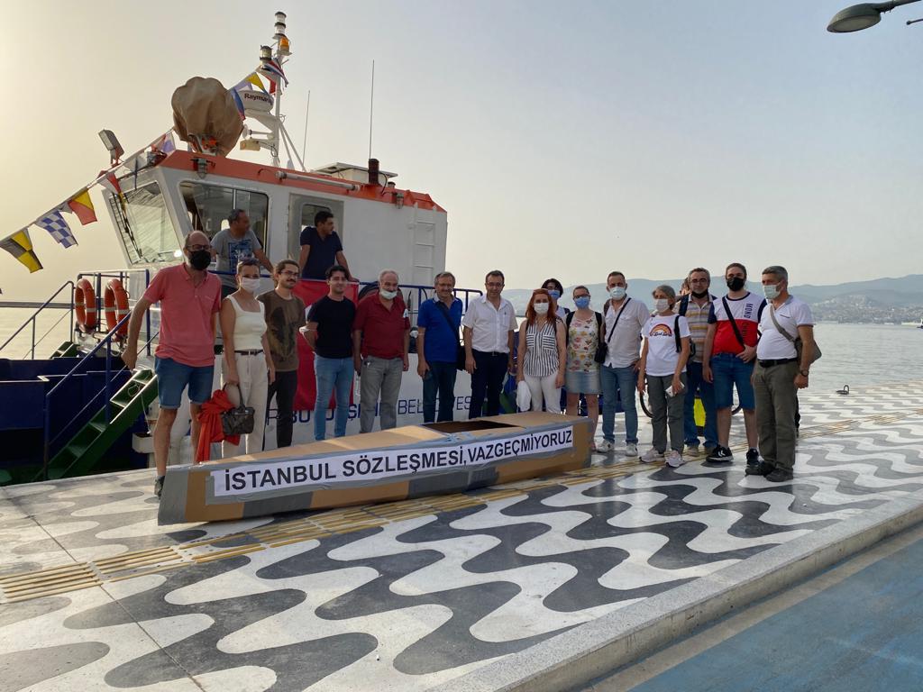 1 Temmuz Denizcilik ve Kabotaj Bayramı Dolayısıyla Sembolik Karton Tekne Yüzdürüldü.
